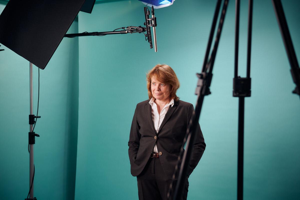 Prof. Dr. Andrea Dorothea Bührmann beim Dreh im Studio der ZEIT Akademie