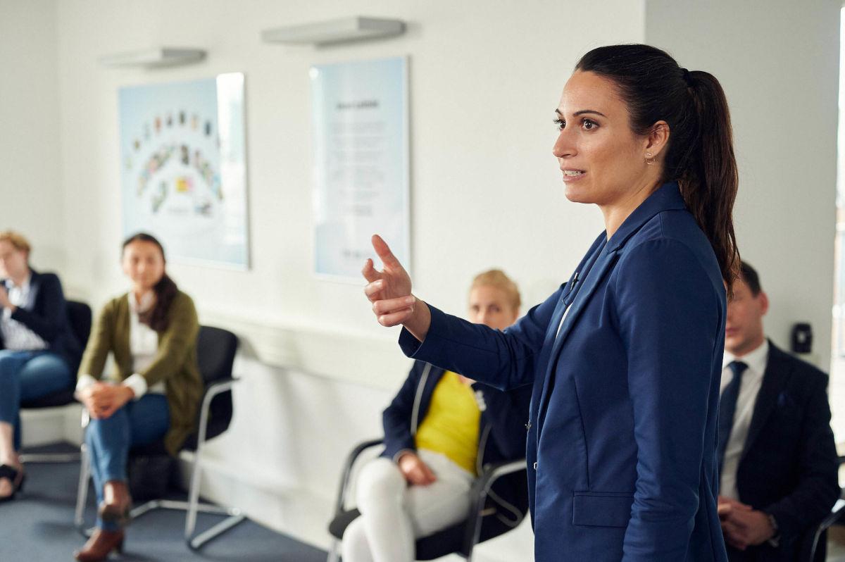 Prof. Dr. Brooke A. Gazdag im Präsenz-Workshop der ZEIT Akademie.